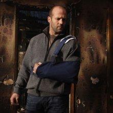 L'attore Jason Statham in una scena del film Rogue - Il solitario