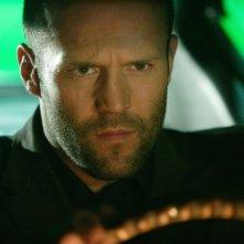 Un primo piano di Jason Statham in una scena del film Rogue - Il solitario