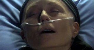 Mary McDonnell in una scena dell'episodio 'The Hub' della quarta stagione di Battlestar Galactica
