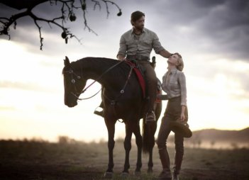 Hugh Jackman e Nicole Kidman in una scena del film Australia