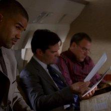 Shemar Moore, Thomas Gibson e Mandy Patinkin nella serie Criminal Minds, episodio 'Il Giustiziere'