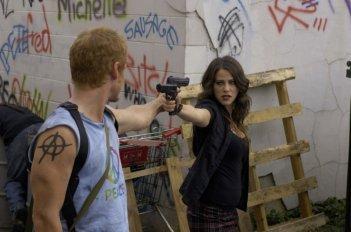 Zach Ward e Jackie Tohn in una scena del film Postal (2007)