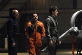 Michael Hogan, Aaron Douglas e Michael Trucco nell'episodio Revelations di BSG