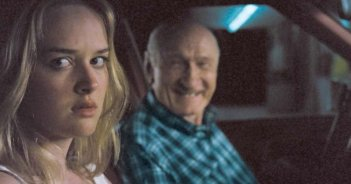 Jess Weixler e il dispettoso Doyle Carter in una scena del film Teeth