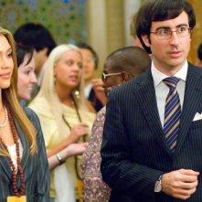 Jessica Alba e John Oliver in una scena di The Love Guru