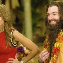 Jessica Alba e Mike Myers in una scena del film The Love Guru