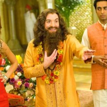 Jessica Alba, Mike Myers e Manu Narayan in una scena del film The Love Guru