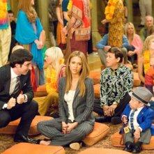 John Oliver, Jessica Alba e Verne Troyer in una scena di The Love Guru