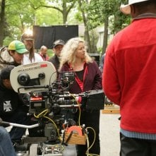 La regista Patricia Rozema sul set del film Kit Kittredge: An American Girl