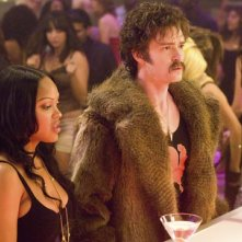 Meagan Good con Justin Timberlake in una scena del film The Love Guru
