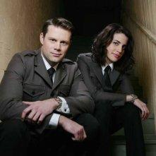 Matt Keeslar e Natalie Morales in un'immagine promozionale di The Middleman