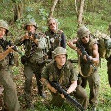 Ben Stiller, Robert Downey Jr., Nick Nolte, Jack Black, Brandon T. Jackson e Jay Baruchel in una scena del film Tropic Thunder