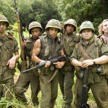 Jay Baruchel, Brandon T. Jackson, Ben Stiller, Robert Downey Jr., Jack Black e Steve Coogan sul set del film Tropic Thunder