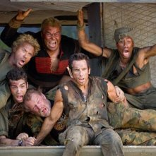 Robert Downey Jr., Jack Black, Jay Baruchel, Nick Nolte, Ben Stiller e Brandon T. Jackson in una scena del film Tropic Thunder