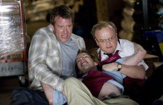 Thomas Jane, Chris Owen e Toby Jones in una scena del film The Mist, tratto da un racconto di Stephen King