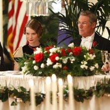 Mia Wasikowska e Richard Gere in una scena del film Amelia
