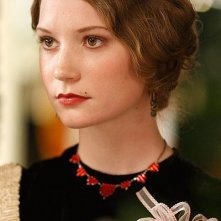 Mia Wasikowska in una scena del film Amelia