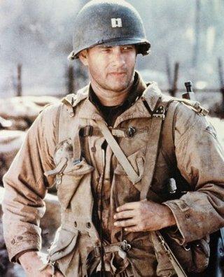 Tom Hanks in una scena di Salvate il soldato Ryan
