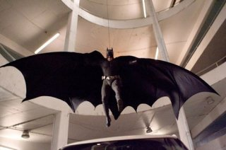 Christian Bale nei panni di Batman in una scena del film Il cavaliere oscuro