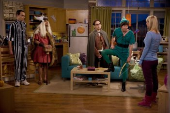 Il cast di The Big Bang Theory pronto per Halloween nell'episodio The Middle-Earth Paradigm