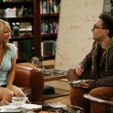Johnny Galecki e Kaley Cuoco nel pilot di The Big Bang Theory