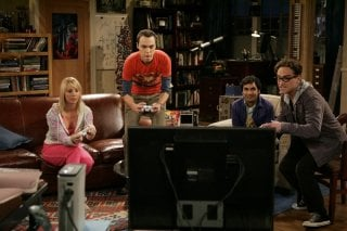 Johnny Galecki, Jim Parsons, Kaley Cuoco e Kunal Nayyar giocano ad Halo 3 nell'episodio The Dumpling Paradox di The Big Bang Theory