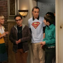 Johnny Galecki, Jim Parsons, Kaley Cuoco e Simon Helberg nell'episodio The Big Bran Hypothesis di The Big Bang Theory