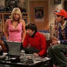 Kaley Cuoco, Simon Helberg e Kunal Nayyar nel pilot di The Big Bang Theory