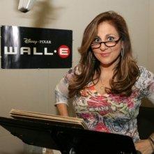 Kathy Najimy in sala doppiaggio presta la voce a Mary nel film Wall-E