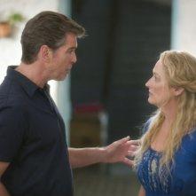 Pierce Brosnan e Meryl Streep in una scena del musical Mamma Mia!