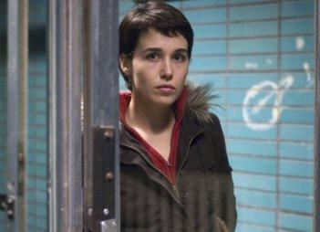 Arta Dobroshi in una sequenza del film Il matrimonio di Lola