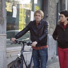 Jérémie Renier e Arta Dobroshi in una sequenza del film Le silence de Lorna