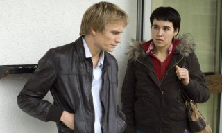 Jérémie Renier e Arta Dobroshi in una scena del film Le silence de Lorna