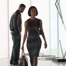 Gerard Butler e Thandie Newton in una scena del film RocknRolla