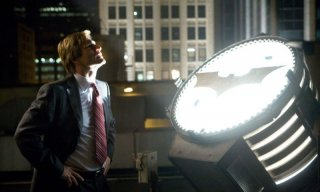Aaron Eckhart in una scena de Il cavaliere oscuro
