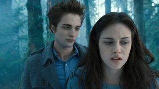 Robert Pattinson e Kristen Stewart in una sequenza di Twilight