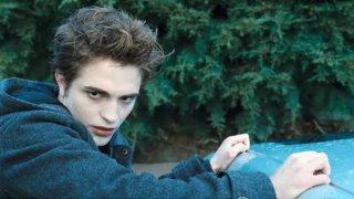 Robert Pattinson in una sequenza del film Twilight