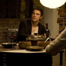 Adam Scott, Josh Hartnett e Rip Torn in una scena del film August