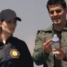 David Boreanaz ed Emily Deschanel nella serie tv 'Bones', nell' episodio intitolato Piccole Miss