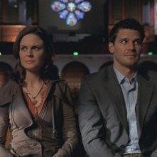 David Boreanaz ed Emily Deschanel nella serie tv 'Bones', nell' episodio intitolato Sepolti vivi