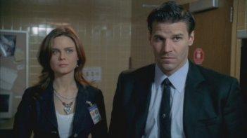 David Boreanaz ed Emily Deschanel nella serie tv 'Bones', nell'episodio: La maledizione dei pirati