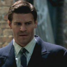 David Boreanaz nei panni di Seeley Booth nell'episodio della prima stagione intitolato: Morte di un Supereroe