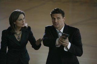Emily Deschanel e David Boreanaz nella serie tv 'Bones', episodio: Player under pressure
