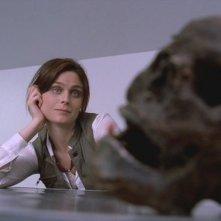 Emily Deschanel nell'episodio pilota della serie tv 'Bones'