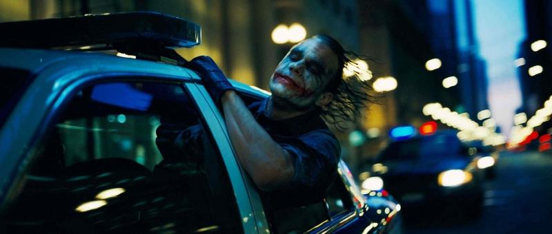 Heath Ledger nei panni di Joker in una sequenza del film Il cavaliere oscuro