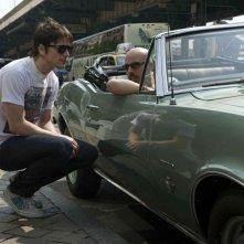 Josh Hartnett e il regista Austin Chick sul set di August