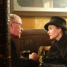 Michael Caine e Demi Moore in una sequenza del film Un colpo perfetto