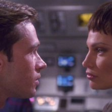 Jolene Blalock e Connor Trinneer nella seconda parte dell'episodio pilota della serie Enterprise: Broken Bow