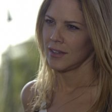 Mary McCormack in una scena del pilot della serie In Plain Sight