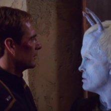 Scott Bakula insieme a Jeffrey Combs nell'episodio 'Il caso Andoriano' della serie tv 'Enterprise'